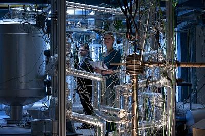 Wissenschaftler forschen in Dresden an Flüssigmetall-Technologien. Abb.: Martin Lober, HZDR