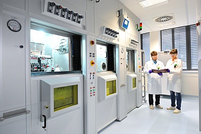 Foto: Synthesis module for the production of radioactively labeled substances ©Copyright: Frank Bierstedt/HZDR