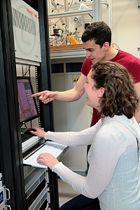 Dr. Elisabeth Green and Lars Opherden in the NMR-Lab